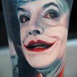 фото тату джокер №700 - классный вариант рисунка, который удачно можно использовать для переделки и нанесения как тату джокер на плече