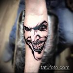 фото тату джокер №493 - интересный вариант рисунка, который легко можно использовать для переделки и нанесения как тату улыбка джокера на кисти