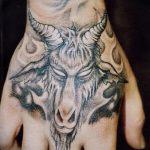 фото тату козел №157 - классный вариант рисунка, который хорошо можно использовать для преобразования и нанесения как тату козел олдскул