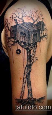 Пример интересной татуировки с домом – фото