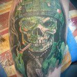 фото военных тату №230 - достойный вариант рисунка, который успешно можно использовать для переделки и нанесения как военное тату на плече