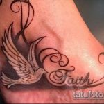 фото тату голубь №530 - интересный вариант рисунка, который легко можно использовать для преобразования и нанесения как тату пара голубей