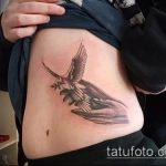 фото тату голубь №561 - прикольный вариант рисунка, который легко можно использовать для доработки и нанесения как тату три голубя