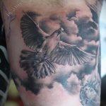 фото тату голубь №448 - классный вариант рисунка, который легко можно использовать для переделки и нанесения как тату белый голубь