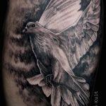 фото тату голубь №757 - прикольный вариант рисунка, который успешно можно использовать для преобразования и нанесения как тату на шее голуби