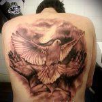 фото тату голубь №351 - достойный вариант рисунка, который удачно можно использовать для переработки и нанесения как тату голубь на запястье