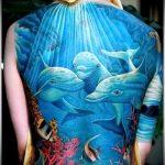 фото тату дельфин №992 - прикольный вариант рисунка, который легко можно использовать для преобразования и нанесения как фото тату дельфин на ноге