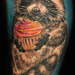 фото тату енот №455 - крутой вариант рисунка, который удачно можно использовать для переработки и нанесения как тату эскизы енот на плечо