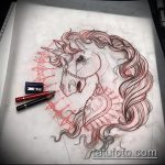 эскиз тату единорог №184 - крутой вариант рисунка, который удачно можно использовать для преобразования и нанесения как татуировка единорог с крыльями