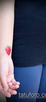 фото тату клубника (Strawberry Tattoos) (значение) – пример рисунка – 019 tatufoto.com