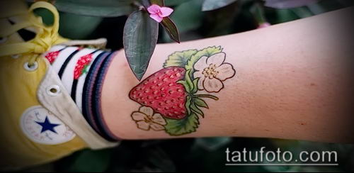 фото тату клубника (Strawberry Tattoos) (значение) - пример рисунка - 039 tatufoto.com