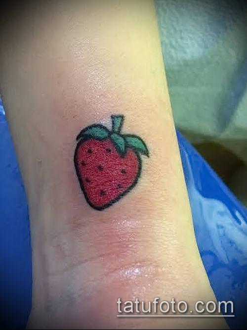 фото тату клубника (Strawberry Tattoos) (значение) - пример рисунка - 055 tatufoto.com