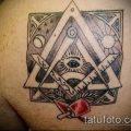 Пример на фото с масонской татуировкой - рисунок - фото