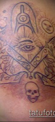 Пример масонскойго рисунка в татуировке – фото