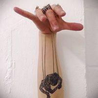Значение тату нитки с марионетками