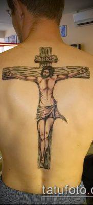 Пример тату с распятием на всю спину мужчины – фото вариант