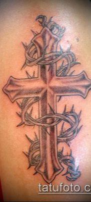пример татуировки с шипами терновника — фото вариант