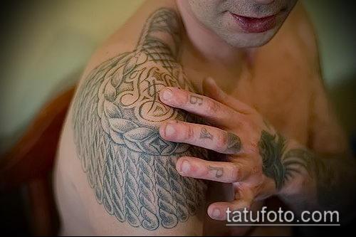 Татуировка в виде погона на плече что означает