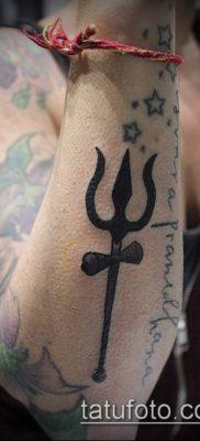 ТАТУИРОВКА ТРЕЗУБЕЦ №656 – достойный вариант рисунка, который удачно можно использовать для переделки и нанесения как татуировка трезубец шивы