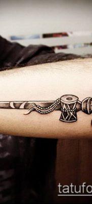 ТАТУИРОВКА ТРЕЗУБЕЦ №265 – прикольный вариант рисунка, который успешно можно использовать для переработки и нанесения как татуировка трезубец на шее