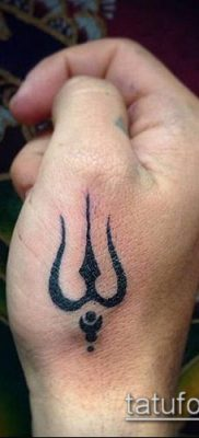 ТАТУИРОВКА ТРЕЗУБЕЦ №629 – интересный вариант рисунка, который успешно можно использовать для переделки и нанесения как татуировка трезубец на шее