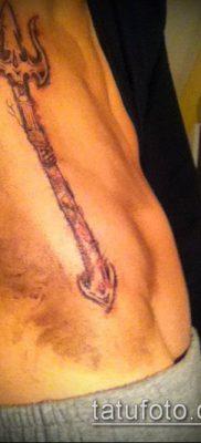 ТАТУИРОВКА ТРЕЗУБЕЦ №414 – интересный вариант рисунка, который легко можно использовать для переработки и нанесения как татуировка трезубец на шее