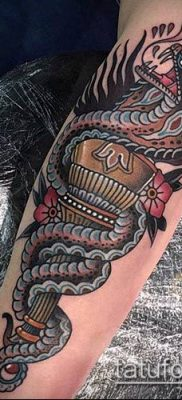 ТАТУИРОВКА ФАКЕЛ №760 – уникальный вариант рисунка, который легко можно использовать для доработки и нанесения как татуировка факел на левой руке