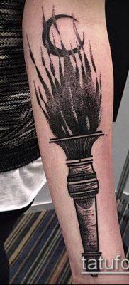 ТАТУИРОВКА ФАКЕЛ №105 – эксклюзивный вариант рисунка, который хорошо можно использовать для переработки и нанесения как татуировка факела на руке