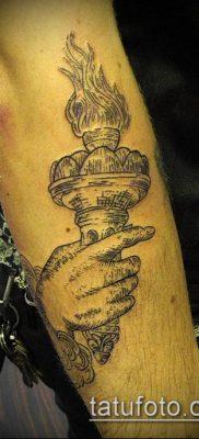 ТАТУИРОВКА ФАКЕЛ №94 – классный вариант рисунка, который удачно можно использовать для переделки и нанесения как татуировка факел с колючей проволокой