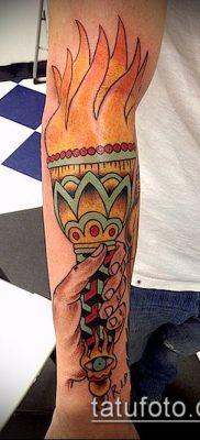 ТАТУИРОВКА ФАКЕЛ №496 – классный вариант рисунка, который удачно можно использовать для доработки и нанесения как татуировка факел с лентой