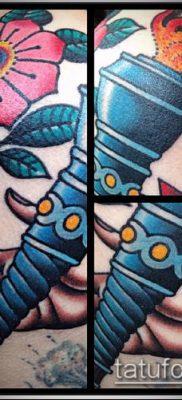 ТАТУИРОВКА ФАКЕЛ №43 – крутой вариант рисунка, который успешно можно использовать для преобразования и нанесения как татуировка факел с лентой