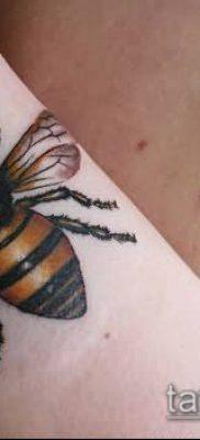 ТАТУИРОВКА ШМЕЛЬ №345 – уникальный вариант рисунка, который удачно можно использовать для переработки и нанесения как татуировка шмель на пальце