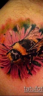 ТАТУИРОВКА ШМЕЛЬ №442 – достойный вариант рисунка, который удачно можно использовать для доработки и нанесения как татуировка шмель на пальце