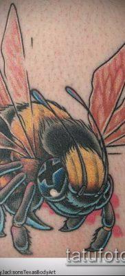 ТАТУИРОВКА ШМЕЛЬ №971 – прикольный вариант рисунка, который удачно можно использовать для переработки и нанесения как татуировка шмель на пальце