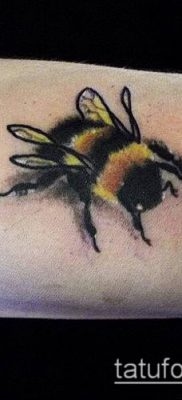 ТАТУИРОВКА ШМЕЛЬ №296 – классный вариант рисунка, который хорошо можно использовать для доработки и нанесения как татуировка шмель на пальце