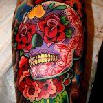 ЦВЕТНЫЕ ТАТУИРОВКИ №65 - достойный вариант рисунка, который удачно можно использовать для переделки и нанесения как цветная татуировка на бедре