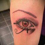 глаз гора тату №264 - прикольный вариант рисунка, который легко можно использовать для переделки и нанесения как глаз гора тату на запястье