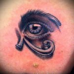 глаз гора тату №109 - интересный вариант рисунка, который хорошо можно использовать для доработки и нанесения как глаз гора тату на шее