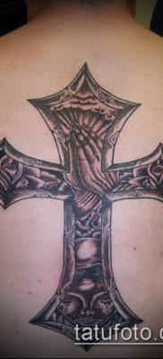 латинский крест тату №786 – эксклюзивный вариант рисунка, который легко можно использовать для переработки и нанесения как латинский крест тату на плече