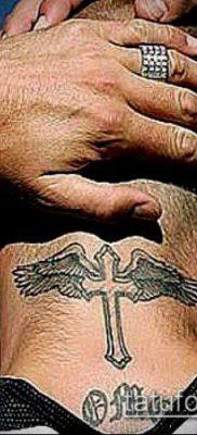 латинский крест тату №826 – достойный вариант рисунка, который успешно можно использовать для переделки и нанесения как латинский крест тату на плече