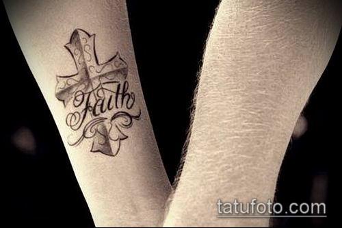 латинский крест тату №846 - интересный вариант рисунка, который удачно можно использовать для переработки и нанесения как тату латинский крест на запястье