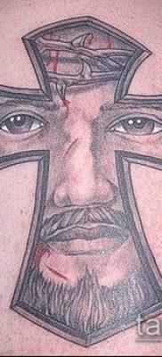латинский крест тату №321 – уникальный вариант рисунка, который успешно можно использовать для переработки и нанесения как латинский крест тату