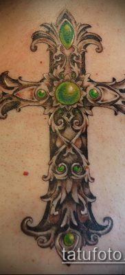 латинский крест тату №837 – классный вариант рисунка, который хорошо можно использовать для доработки и нанесения как латинский крест тату на боку