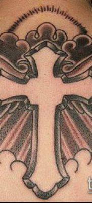 латинский крест тату №99 – уникальный вариант рисунка, который легко можно использовать для переделки и нанесения как латинский крест тату на шее
