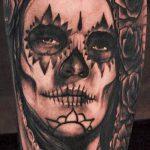 муэртос тату №900 - достойный вариант рисунка, который легко можно использовать для преобразования и нанесения как тату санта муэрте