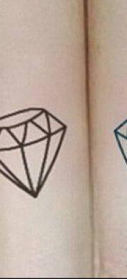 тату бриллиант №360 – крутой вариант рисунка, который успешно можно использовать для доработки и нанесения как тату бриллиант на запястье