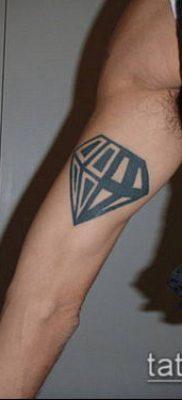 тату бриллиант №866 – достойный вариант рисунка, который удачно можно использовать для преобразования и нанесения как тату сова с бриллиантом