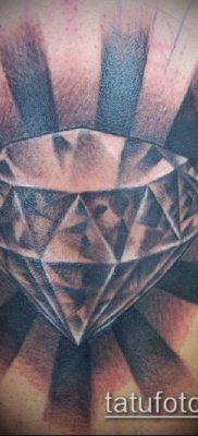 тату бриллиант №961 – достойный вариант рисунка, который легко можно использовать для переделки и нанесения как тату бриллиант на животе