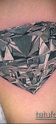 тату бриллиант №272 – интересный вариант рисунка, который легко можно использовать для преобразования и нанесения как тату бриллиант на шее