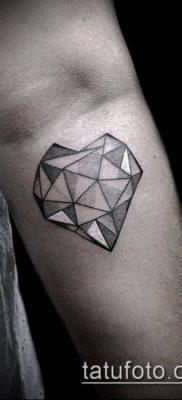 тату бриллиант №3 – прикольный вариант рисунка, который хорошо можно использовать для переработки и нанесения как тату бриллиант у девушки